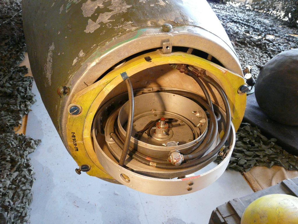 The magnetic compass of the Fi-103.