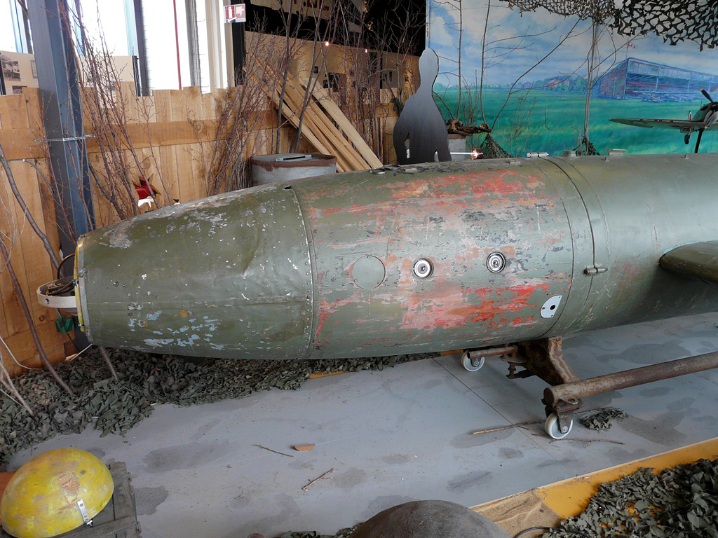 The red section contained the Amatol warhead of approx. 1,874 lb. Clearly visible are two fuzes.